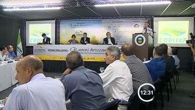 Prefeitos do Vale questionam ligação do Rio Paraíba ao Sistema Cantareira - Políticos se reuniram em Campos do Jordão (SP) para discutir a questão. Eles temem risco de desabastecimento na região após medida do governo.