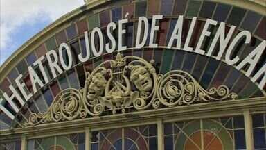 Artistas se emocionam ao contemplar os traços do Teatro José de Alencar - Espaço cultural é um dos locais mais visitados de Fortaleza.