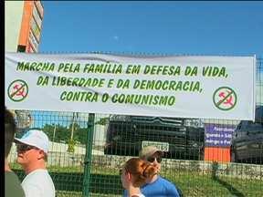 Marcha pela Família reúne 50 pessoas em Blumenau - Manifestação aconteceu na tarde deste sábado (22).