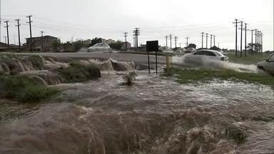 Temporal faz estragos pelas cidades do DF - Em Ceilândia, foram vários pontos de alagamento. No Plano Piloto, vários carros quebraram. A EPTG e a entrada do Guará também ficaram alagadas.
