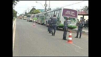 Ônibus são flagrados em situação irregular em Santarém - A fiscalização em veículos de transporte de passageiros encontrou 5 ônibus com problemas na documentação.