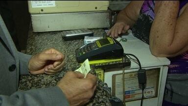 Procon fiscaliza recarga do Bilhete Único no Rio - Depois da denúncia da cobrança ilegal de uma taxa para a carga do bilhete único, as equipes do Procon foram para a rua fiscalizar.