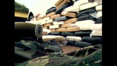 Militares são presos transportando drogas - Os integrantes do exército usavam um carro com vários adesivos para despistar a fiscalização. Eles fazem parte da guarnição do exército em Porto Alegre.