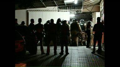 Presos de Santo Antônio da Platina fazem rebelião - Eles reclamaram da lotação das celas e chegaram a quebrar parte do prédio. O batalhão de choque da Polícia Militar foi chamado para conter o tumulto.