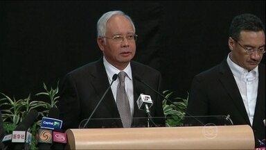 Premiê da Malásia diz que avião caiu no Oceano Índico - Avião australiano encontrou dois grandes objetos. Isso trouxe esperança nesse trabalho de busca ao jato da Malaysia Airlines. Um deles seria circular, o outro retangular. A área de busca se estende por quase 70 mil km².