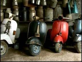Comerciante de Formiga transforma garagem em museu de vespas - Coleção conta com 23 modelos. Entre as vespas mais antigas está o modelo Piaggio, de 1962.