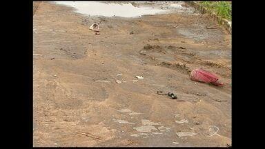 Dois motociclistas morreram em acidente na BR-101, em Linhares, Norte do ES - A pista estava molhada no momento do acidente.