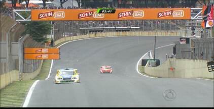 Valdeno Brito fica em segundo lugar na primeira corrida da temporada da Stock Car - Paraibano se livrou ileso de acidente na primeira volta e ainda passou alguns carros até chegar à bandeirada final.