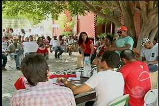 MST ocupa Gerência Regional de Educação em Petrolina - Eles reclamam da falta de estrutura das escolas dos assentamentos