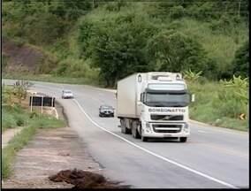 Trecho da BR-116 preocupa moradores de Lajinha - Local não oferece passarela para que a população atravesse com segurança.