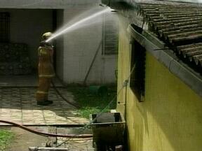 Incêndio destrói parcialmente casa em Erechim, RS - Fogo teria começado no botijão de gás.
