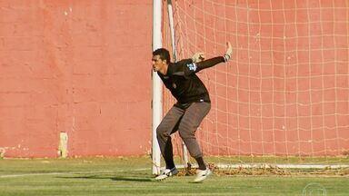 Boa Esporte pode se classificar se vencer Cruzeiro por dois gols de diferença - Leandro, goleiro reserva do Boa Esporte, ganhou a oportunidade de jogar depois que o titular se machucou.
