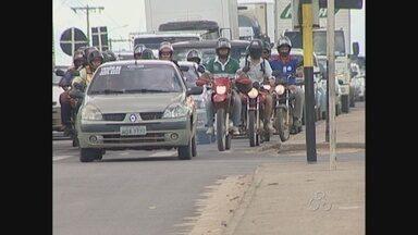 Em Ji-Paraná, vereadores aprovam projeto que prevê espaço exclusivo para moto no semáforo - Se aprovada, a prefeitura da cidade terá que criar bolsões de proteção para que os motociclistas esperem o sinal.