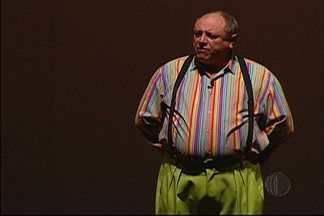 Nerso da Capitinga diverte público em show em Mogi das Cruzes - Personagem interpretado por Pedro Bismark fez apresentação de duas horas no Theatro Vasques.