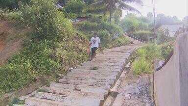 Moradores pedem construção de corrimão na escadaria liga três altos em Olinda - Desde setembro de 2011 os moradores de Nova Olinda, Conquista e Redenção fazem o pedido.