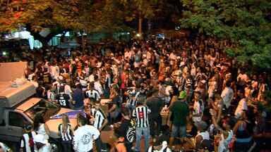 Torcida do Galo faz festa nas ruas de Belo Horizonte, para celebrar os 106 anos do clube - A torcida saiu as ruas na noite da última terça-feira para comemorar os 106 anos de história do Atlético-MG