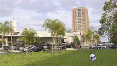 Confira como fica o trânsito em Ribeirão Preto - Avenida Presidente Kennedy tem movimento intenso e motorista deve ficar atento para evitar acidentes.