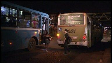 Ônibus serão obrigados a parar em qualquer ponto do trajeto depois das 22h no DF - Motoristas de ônibus serão obrigados a parar em qualquer ponto do trajeto para as mulheres descerem; não só nas paradas. A medida vale para as linhas que circulam depois das 22h.