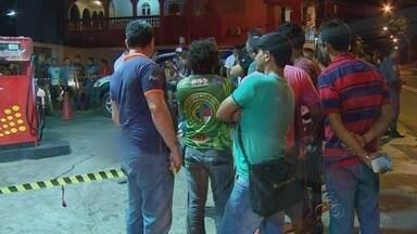 Cabo da PM é morto a tiros em posto de combustíveis, em Manaus - Homem estava sozinho quando foi atingido por seis tiros; suspeito fugiu. Imagens das câmeras de segurança serão usadas em investigação.