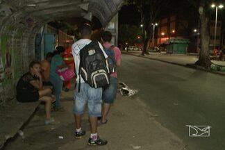 Ônibus não circularam nas noites de sábado e domingo, em São Luís - Quem dependia do transporte coletivo teve que improvisar.