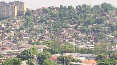 Moradores denunciam tiroteios entre bandidos no bairro do Fonseca, em Niterói - No bairro do Fonseca, em Niterói, os moradores denunciam o aumento da violência. Na segunda-feira (31), foram filmadas trocas de tiros entre bandidos rivais.