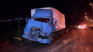 PRF registra três acidentes na BR-040 durante chuva na Grande BH - Em um dos acidentes, dois adolescentes morreram. Outro menor está em estado grave.