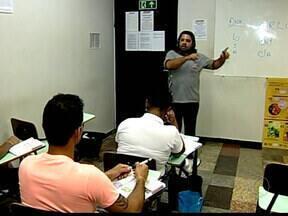 Especialista de Uberaba alerta sobre direção defensiva para evitar acidentes - Valter Ozanio alerta que 90% dos acidentes poderiam ser evitados tomando alguns cuidados. Observar retrovisores é hábito principal.
