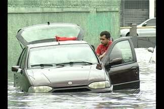 Forte chuva deixa bairros alagados em Belém - Vários bairros ficaram alagados após a forte chuva que atingiu a Região Metropolitana de Belém na tarde desta quarta (2).