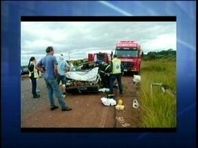 Acidente deixa três pessoas feridas na BR-282 em Campos Novos - Acidente deixa três pessoas feridas na BR-282 em Campos Novos