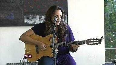 Ana Carolina canta 'Combustível' no Mais Você - O encontro foi feito na casa da cantora