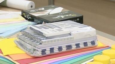 Prefeitura de São José dos Campos admite erro na licitação da compra dos kits escolares - Aquisição de kit escolar é alvo de investigação do MP por superfaturamento. Erro seria de servidor público, mas fornecedora será penalizada.
