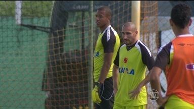 Guiñazu e Diego Renan treinam e não devem ser problemas para Adilson Batista na decisão - undefined