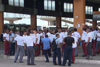 Protesto dos rodoviários complica a volta para casa na noite da última terça - Motoristas e cobradores fecharam a Estação Mussurunga.