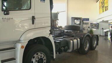 Juros altos afetam a venda de caminhões em Ribeirão Preto, SP - Juros altos afetam a venda de caminhões em Ribeirão Preto, SP.