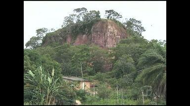 Moradores da Matinha insistem em continuar em área de risco - Defesa Civil já notificou para que deixem o local.