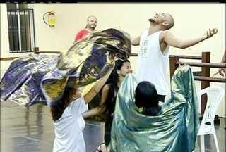 Atores profissionais e amadores ensaiam para interpretar a paixão de Cristo em Campos, RJ - Espetáculo é muito aguardado em Campos, RJ.