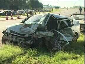 Três moradores de Cianorte morrem em acidente perto de Cascavel - O grupo de amigos voltava do Paraguai, quando foi atingido por um carro que fazia uma ultrapassagem em local proibido.