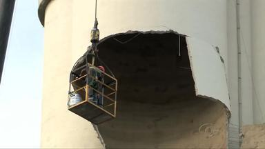 Equipe se mobiliza para remover placa que ameaça desabar do silo do Moinho Motriso - A repórter Catarina Martorelli acompanha a movimentação dos trabalhos para remover a placa de concreto do silo do Moinho Motrisa.