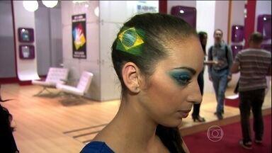 Brasileiros gastaram mais de R$ 87,8 bilhões em cosméticos em 2013 - O Brasil é o terceiro maior mercado consumidor de cosméticos do mundo. A maior feira do setor apresenta em São Paulo as novidades para quem não descuida da aparência.