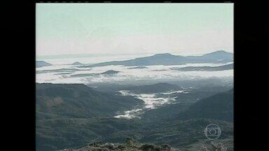 Sul registra temperaturas abaixo de 0ºC - Em Urupema, na Serra Catarinense, amanheceu com geada e fez -2ºC. Em Caxias do Sul, na Serra Gaúcha, os moradores acordaram com 7ºC. No Sul e no Sudeste, esfriou depois da passagem de uma frente fria, que está avançando para o Rio de Janeiro.