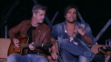 Victor & Leo cantam Na Linha do Tempo - Dupla atende um pedido de Jô e canta durante entrevista