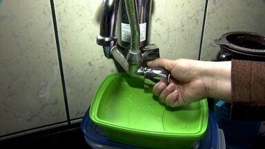 Prefeitura de São Paulo manda economizar água nos prédios públicos - A prefeitura da capital disse que a Sabesp reduziu o abastecimento durante as madrugadas. Da meia-noite às 5h, a água está chegando às torneiras com um quarto da pressão normal. Esta é uma forma de racionamento.