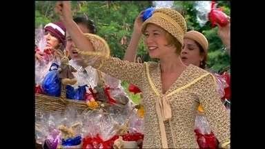 Relembre a Páscoa deliciosa de Chocolate com Pimenta - Personagens da novela de 2003 se divertiram com a época