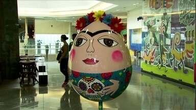 Exposição mostra ovos de Páscoa que são obras de arte - Os ovos estão espalhados por um shopping em São Paulo e são obras de arte de diversos artistas. Até a apresentadora Xuxa deixou sua marca.