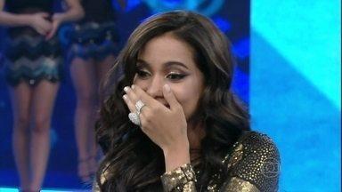 Amigos entregam Anitta: Tem medo de avião e é gulosa - Cantora é a convidada do Domingão