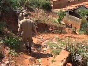 Cerca de 100 famílias de Picos vivem em área de risco e chuvas agravam situação - Cerca de 100 famílias de Picos vivem em área de risco e chuvas agravam situação