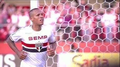 Trio funciona e São Paulo tem vitória convincente sobre o Botafogo - Cobrados por Muricy, Pato, Ganso e Luis Fabiano estreiam bem pelo Brasileirao