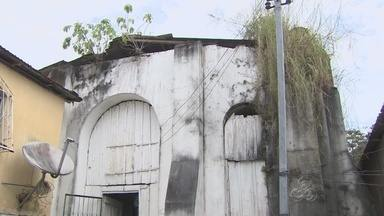 Prédio em ruína guarda história de antiga represa em Manaus - Local é utilizado por moradores de comunidade