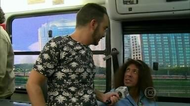 Didi Effe invade o ônibus do Zorra Total - Ator André Silveira comenta experiência como cobrador