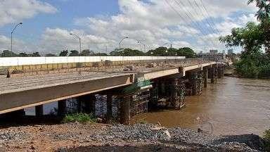 Trânsito na Ponte Júlio Müller é liberado - O trânsito na ponte Júlio Müller, sobre o Rio Cuiabá, foi liberado neste final de semana pela Secretaria Extraordinária da Copa (Secopa). Os motoristas que frequentemente precisam passar pelo trecho comemoraram a liberação.